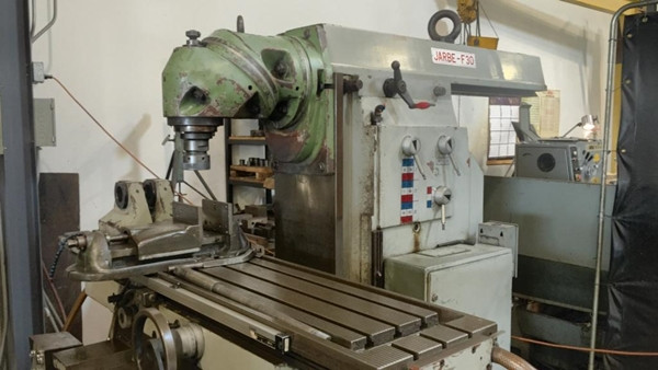 Jarbe Universal Milling Machine with Digital Readout